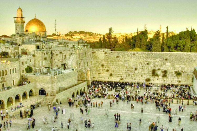 До Стіни плачу приносять листи Богу зусього світу (ВІдео)