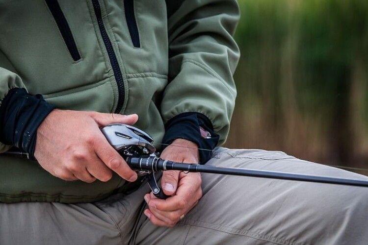 Попалися четверо волинян, які ловили рибу сіткою
