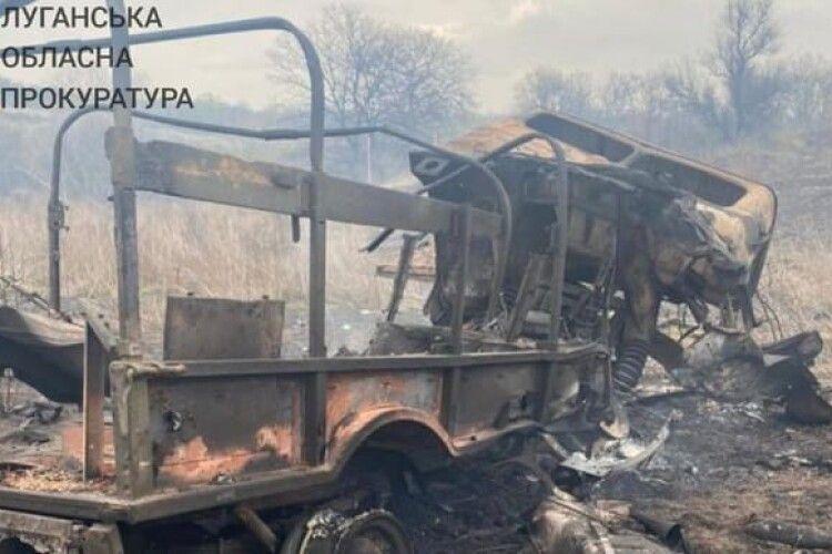 Прокуратура показала фото військового авто, яке підірвалось на Донбасі