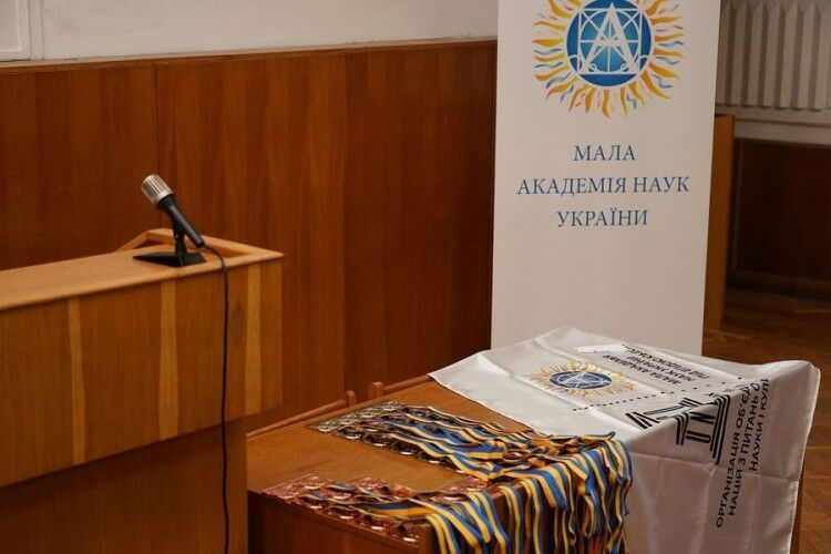 Слухачі Волинської обласної МАН отримають президентські стипендії