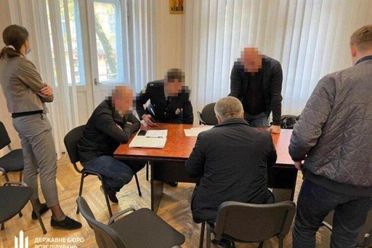 У Львові затримали групу поліцейських за наркоторгівлю (Відео)