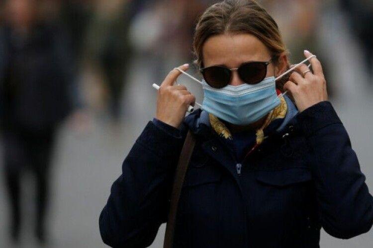 Повідомили кількість людей в Україні, які перехворіли коронавірусом повторно