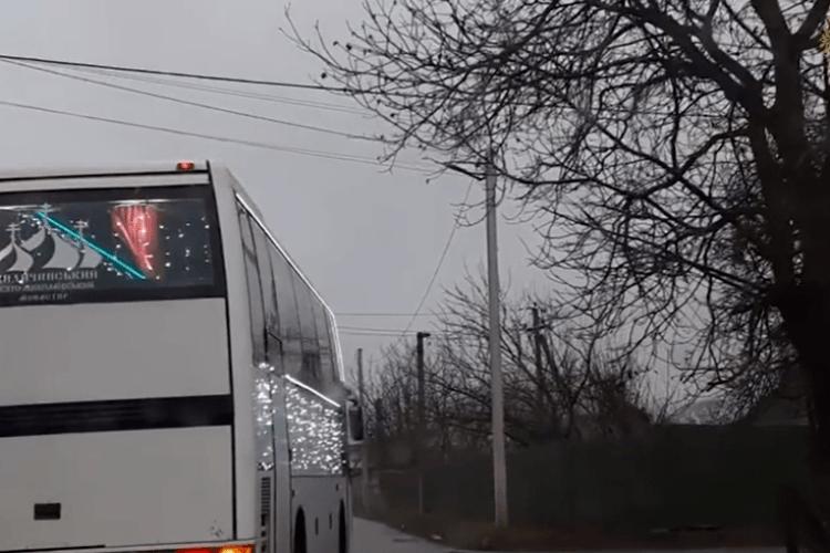 Миколай за кермом: під Луцьком зафіксували диво-автобус з Чудотворцем