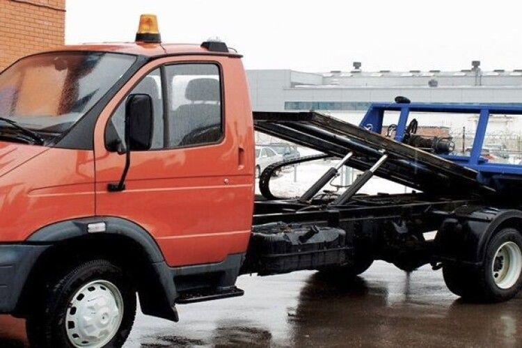 Нахабний до безмежжя: в Одесі злодій не зміг завести авто і викликав евакуатор