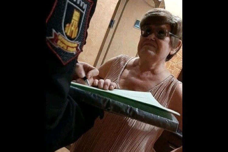 У Луцьку затримали жінку, яка продавала горілку у власній квартирі (Фото)