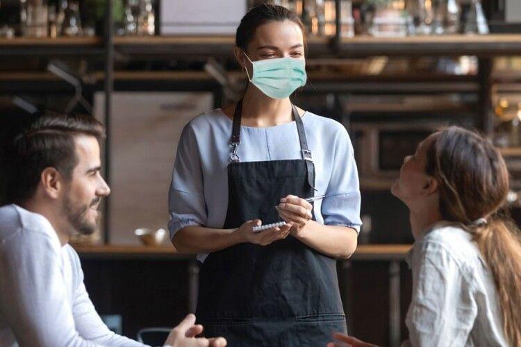 Бізнесменів штрафуватимуть за відвідувачів без масок