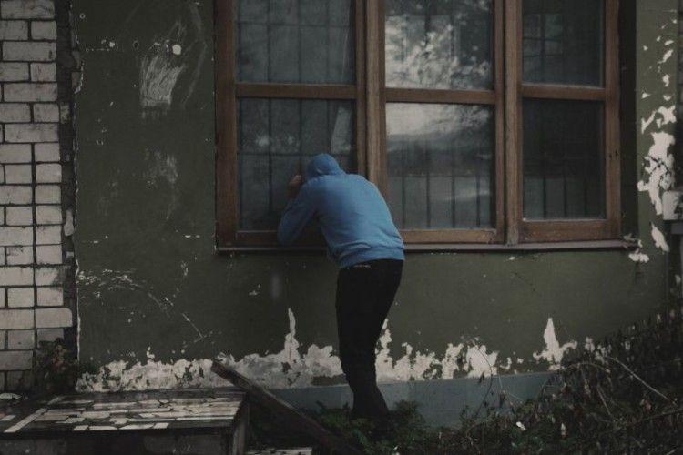 На Горохівщині обікрали  22-річну селянку
