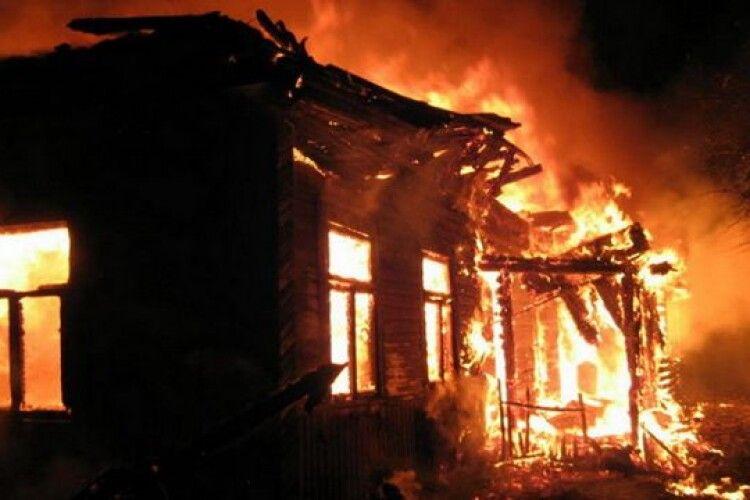 Будинок волинян згорів за 40хвилин, яксвічка: родині потрібна допомога