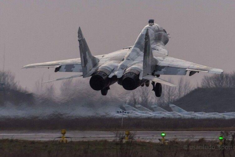 МіГ-29УБ здійснив навчальний політ у волинському небі