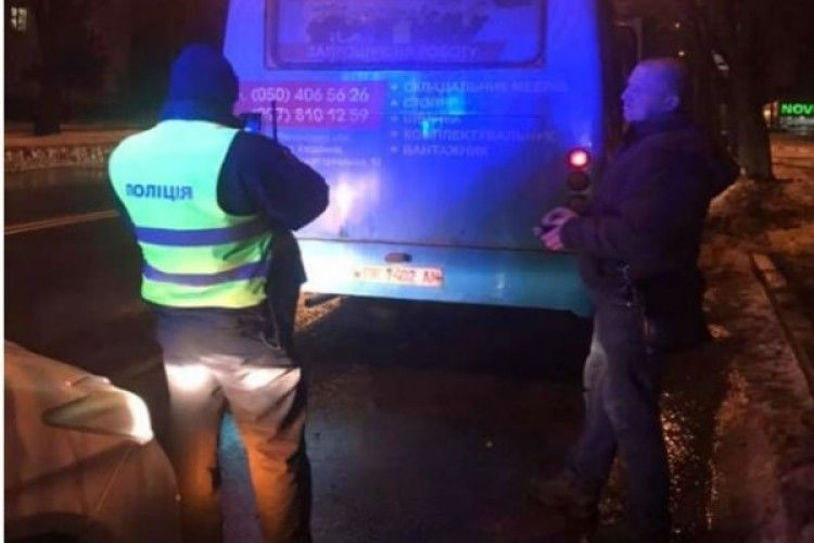 Рівненський водій не хотів випускати дітей з маршрутки
