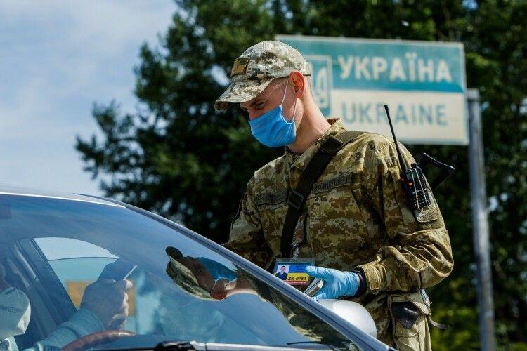 Українець намагався без згоди матері вивезти за кордон двох дітей