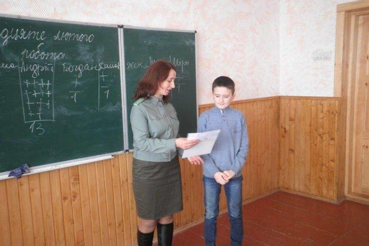 Двох любешівських п'ятикласників визнали кращими архітекторами «їдалень для птахів»