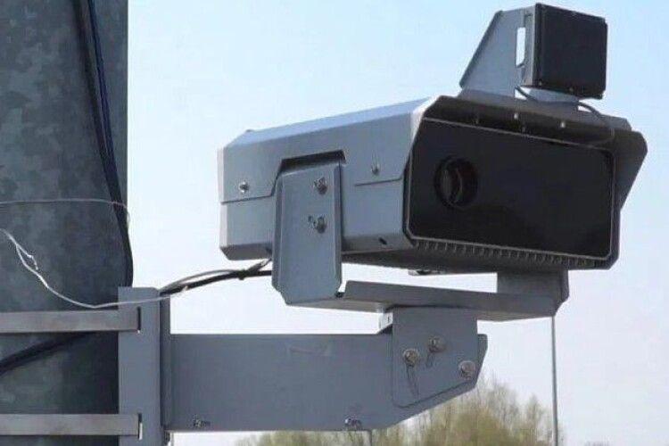 Чотири з п'яти камер автофіксації порушень ПДР, що запрацювали сьогодні, поставили в Луцьку. Де саме