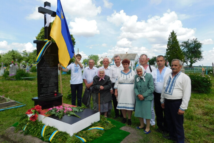 На Горохівщині троє друзів встановили пам'ятник воїнам УПА