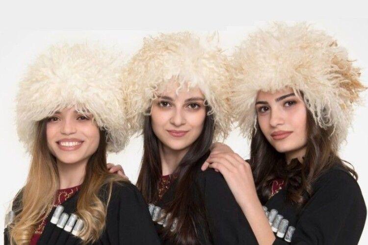 Грузинське дівоче тріо «з ума-розуму зводить» українською піснею (Відео)
