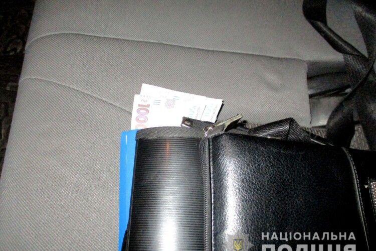На Рівненщині п'яний мотоцикліст намагався відкупитися від поліцейських