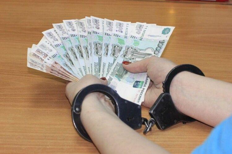 Чотирьох українок втягнули у проституцію: зловмисників судитимуть
