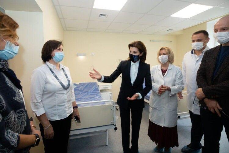 Марина Порошенко побувала в Національному інституті раку, в ремонт якого корпорація «Рошен» вклала 50 мільйонів