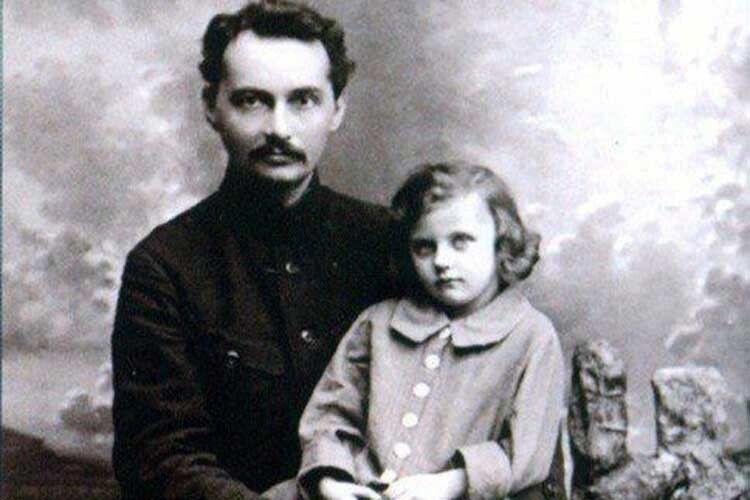 Володимира Свідзинського НКВДисти спалили живцем, айого збірки віршів відправили успецсховища…