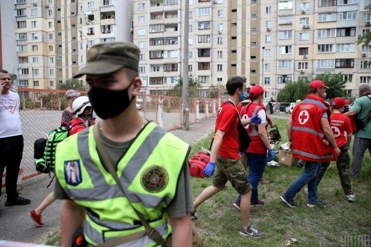 Поліція «шмонає» газорозподільну компанію та усі комунальні служби, які обслуговували зруйнований вибухом будинок у Києві