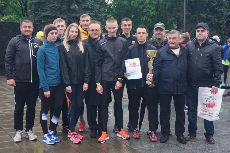 Студенти СНУ імені Лесі Українки таки перегнали дощ (Фото, відео)