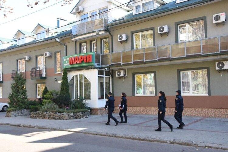 Власник приватного готелю знову не дозволив інспекторам ДСНС перевірити стан пожежної безпеки об'єкту (фото)