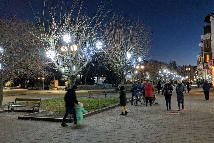 Чайка закликав ковельчан на вечірній променад міським бульваром (Фото)