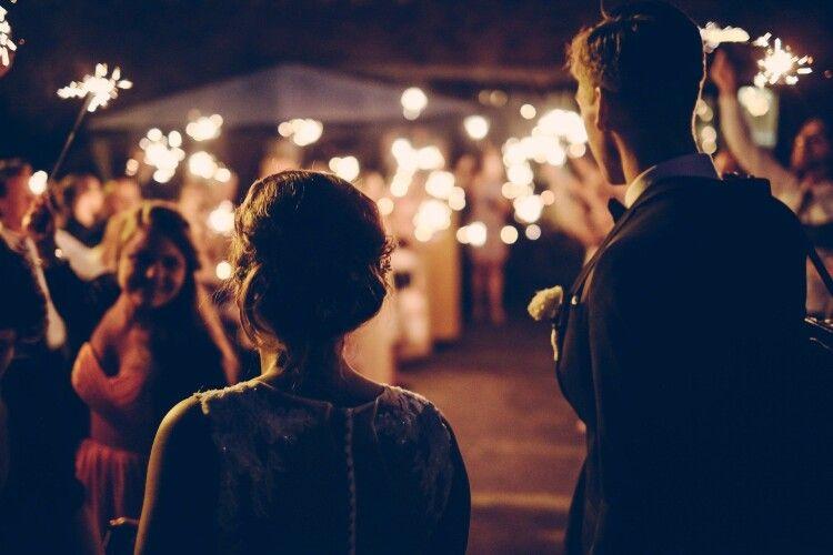 Раптово стало погано: на весіллі під час танців помер чоловік