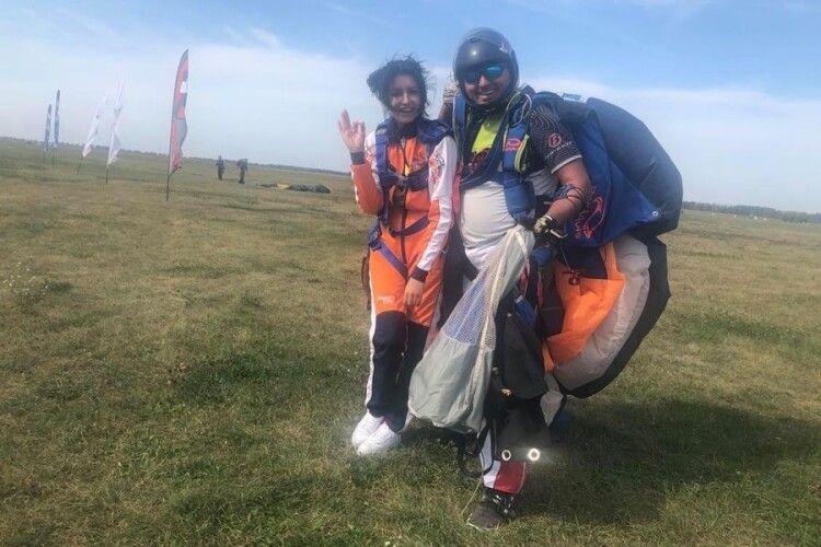 Волинська художниця присвятила стрибок з парашутом рідному Луцьку