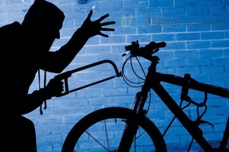 На Волині молодик уночі гайнув у сусіднє село і вкрав велосипед