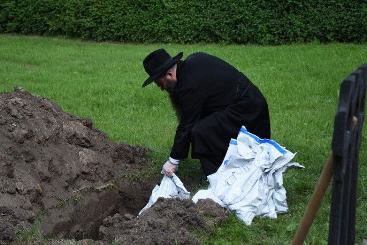У Луцьку перепоховали останки євреїв (Фото)