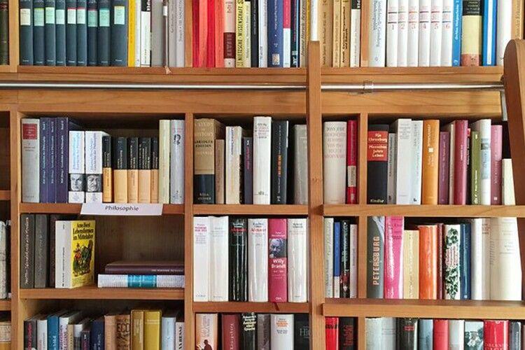 В Україні видали менше дозволів на ввезення книжок із Росії, ніж минулоріч