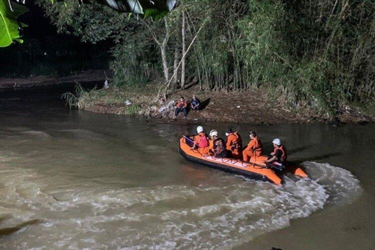 У річці потонуло 11 школярів