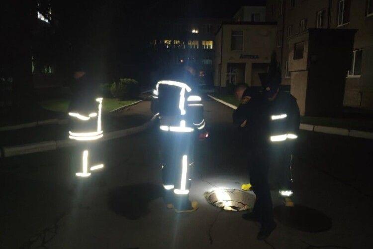Вночі на території Луцького пологового будинку працювали рятувальники