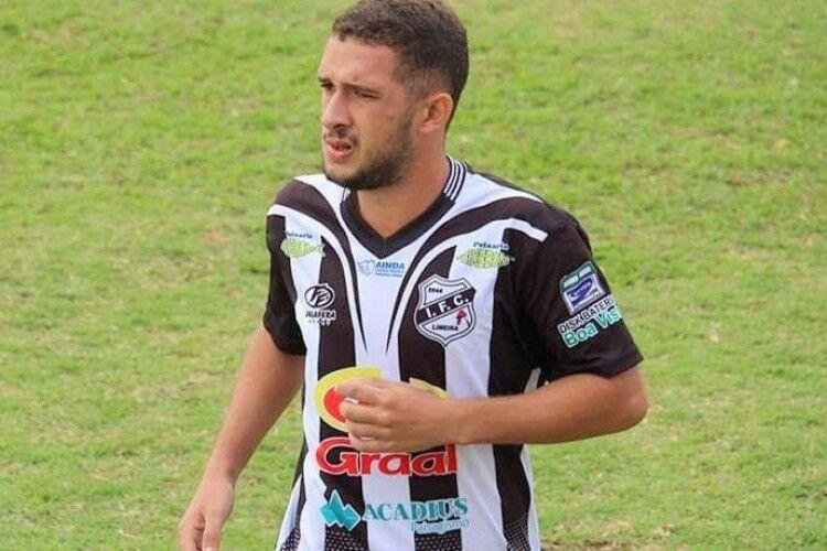 У Бразилії футболіст загинув, запускаючи повітряного змія
