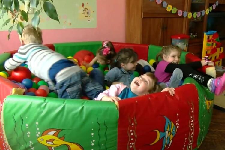Дитина з волинського притулку: «Винесу мамі котлетку, бо вдома нема що їсти» (Відео)