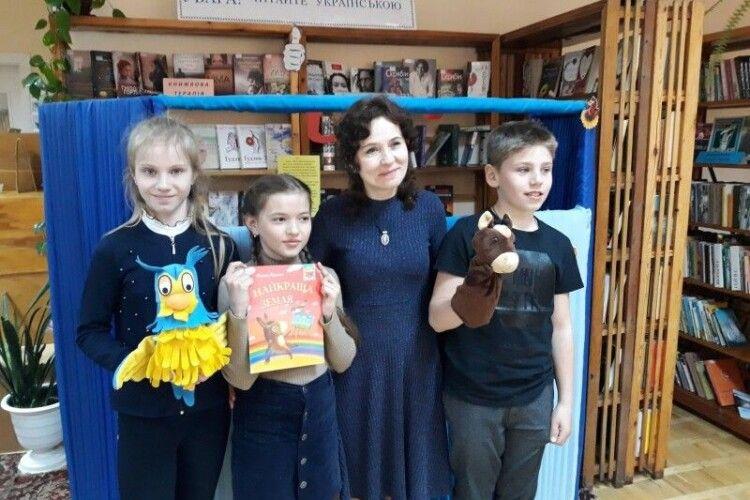Письменниця з Луцька озвучила маму у знаному мультику «Сімейка Адамсів»