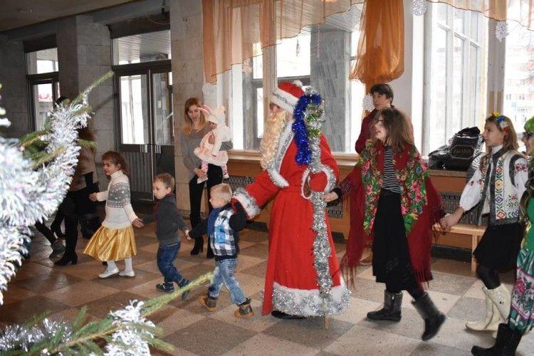 Дітлахи Володимирщини шукали новорічного годинника