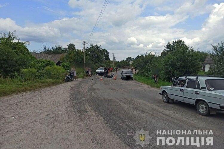 На сільській вулиці обірвалося життя 19-річного мотоцикліста (Фото)