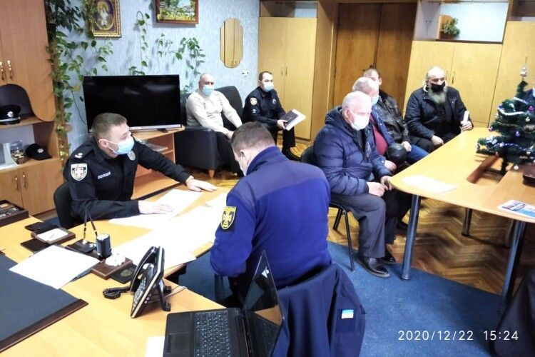 Священників викликали у поліцію  щодо дотримання карантинних правил на Різдвяні свята