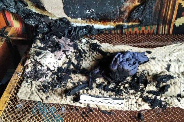 Поліція стверджує, що на Рівненщині пенсіонер облив бензином і падпалив рідного племінника (Відео, фото)