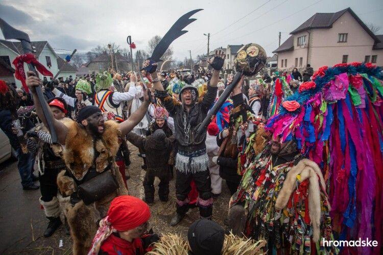 Три Маланки і коронавірус: як на західній Україні влаштували гуляння на Старий Новий рік
