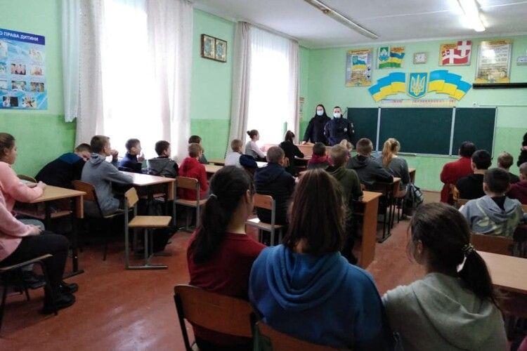 Чому поліцейські приходили до старшокласників Цирської гімназії
