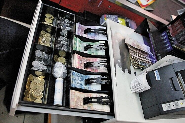 У Горохові продавця магазину підозрюють у крадіжці пів мільйона гривень