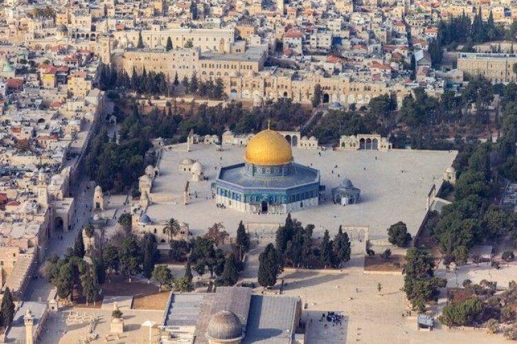 В Єрусалимі хлопчик знайшов золоту прикрасу, якій 3000 років