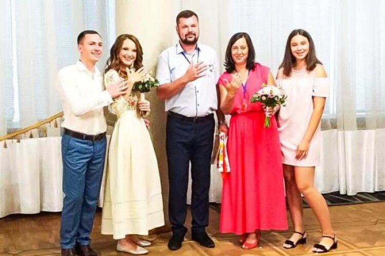 У Рівному батьки і діти одружились в один день