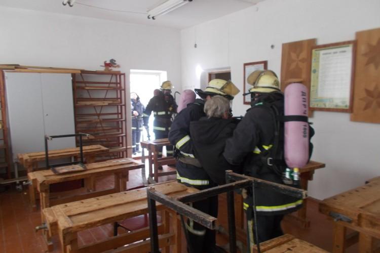 Волинські пожежники «гасили» школу