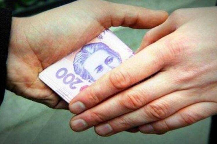 Покарали волинянина, який давав поліцейським 5 тисяч гривень хабаря