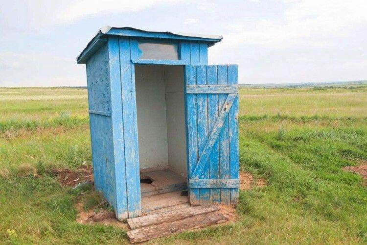 Луцьку міськраду просять під'єднати нужники жителів Вишкова та Кічкарівки до централізованої каналізації