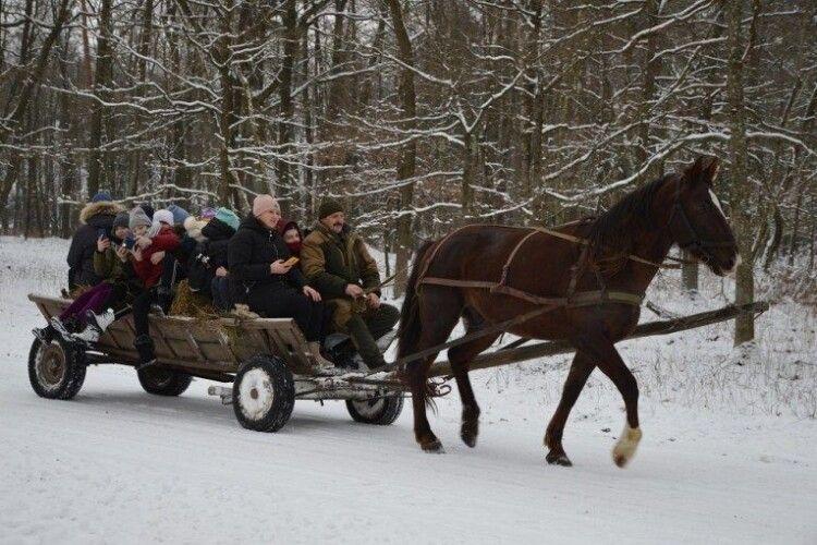 Мешканців Звірівського лісництва почастували зимовими гостинцями (Фото)